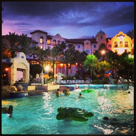 Hard Rock Hotel at Universal Orlando : The pool at dusk, relaxing and watching a movie...aahhhhh