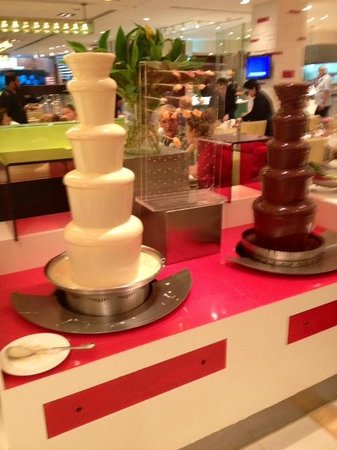 Shangri-La Hotel Kuala Lumpur: A chocolate fountain at breakfast!
