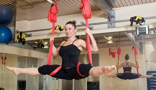Moniga del Garda, Italien: Laura Rapuzzi Anti Gravity Yoga at Garda Fitness Pilates