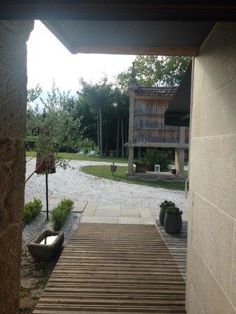 Os Lambráns: Hotel grounds