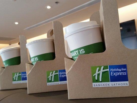 Holiday Inn Express Bangkok Sathorn: Free coffee to go