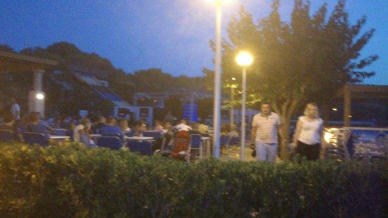 Club Hotel Aguamarina: Zona terraza escenario