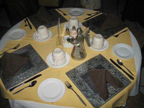 Mision de Los Angeles: Table setup