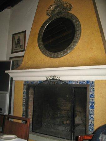 Mision de Los Angeles: Beautiful fireplace