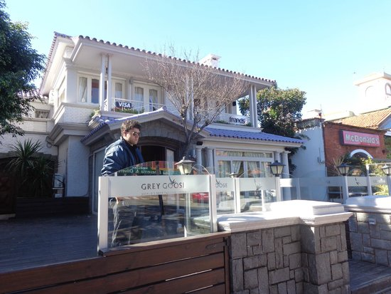 Francis Restaurant: Fachada