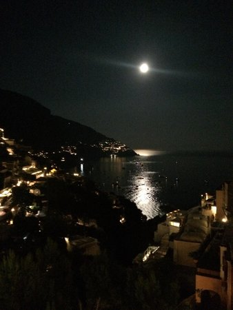Hotel Posa Posa: night view