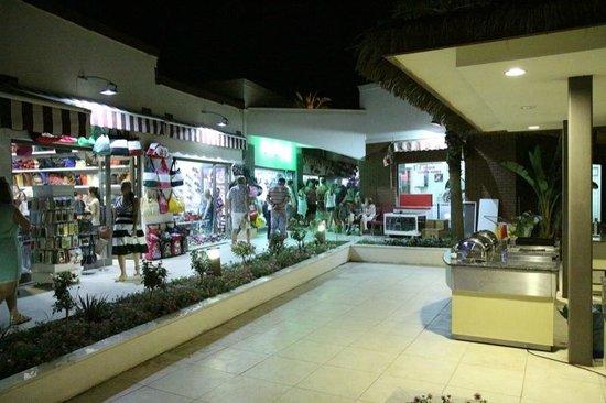 Club Calimera Serra Palace: Alejka ze sklepami i usługami na terenie hotelu