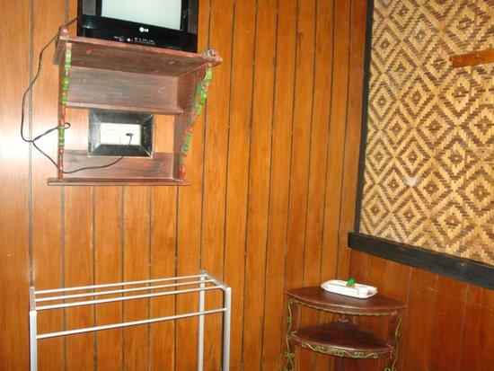 Lava View Lodge: chambre moins que basique