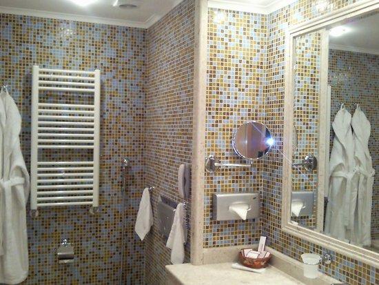 Grand Hotel Pomorie: Ванная комната