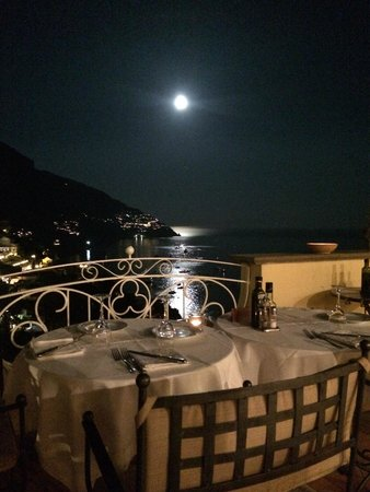 Hotel Posa Posa: table with view