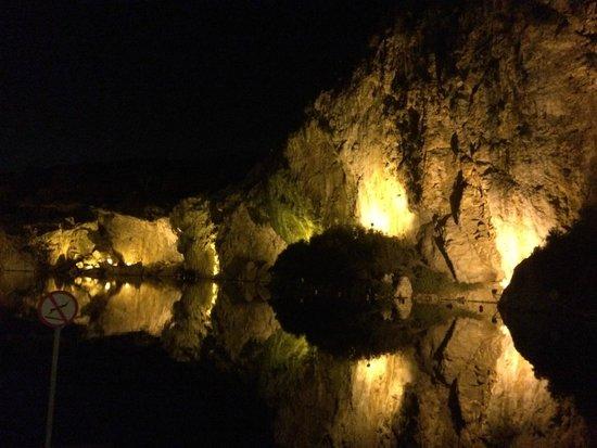 Vouliagmeni Lake : Η θέα μαγική