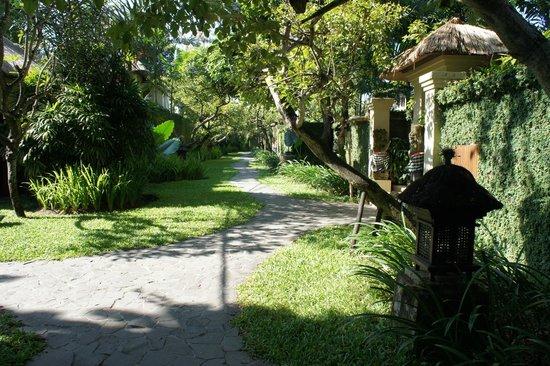 The Gangsa Private Villa by Kayumanis: les jardins de l'hôtel