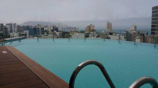 Hilton Lima Miraflores: Piscina del hotel