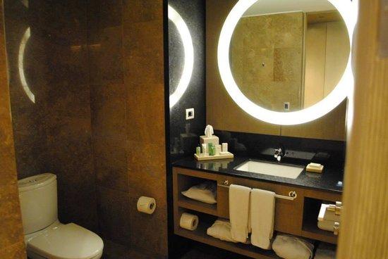 Hilton Lima Miraflores: Baño de habitacion