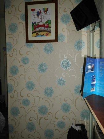 McHalls Hotel: Room1