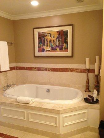 The Ritz-Carlton, New Orleans: Nice deep soaking tub; bathroom had separate shower.