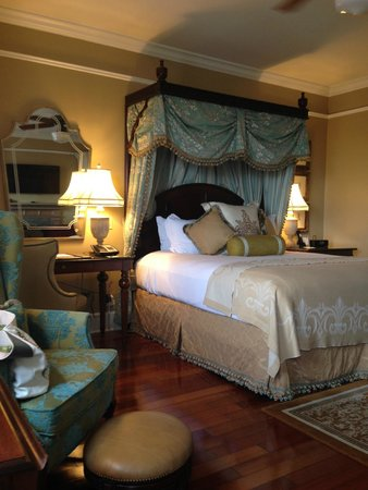 The Ritz-Carlton, New Orleans: Bed in Room 889