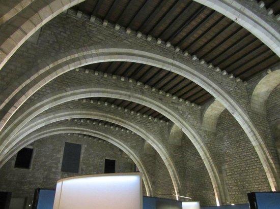Museu d'Historia de Barcelona - MUHBA: Главный зал - Salo del Tinell