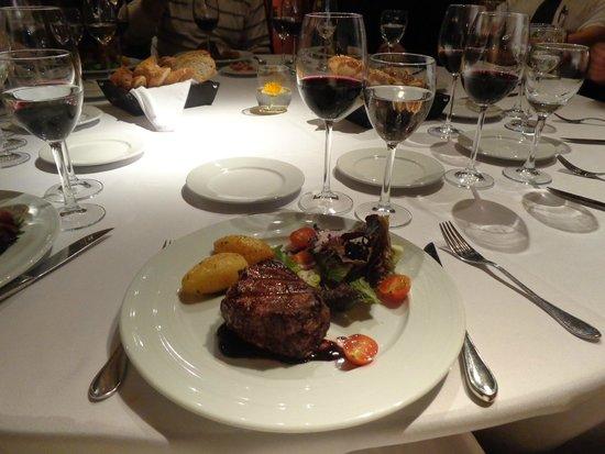 Bodega Bouza: Mesa jantar - Prato principal