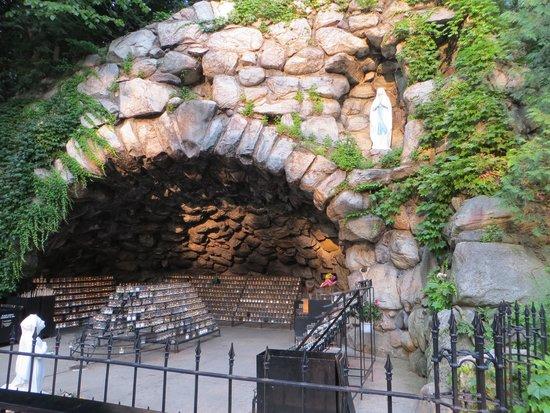 University of Notre Dame: Grotte du campus avec les lampions