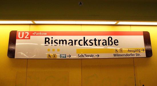 Leonardo Hotel Berlin: Fermata della metro vicina all'hotel