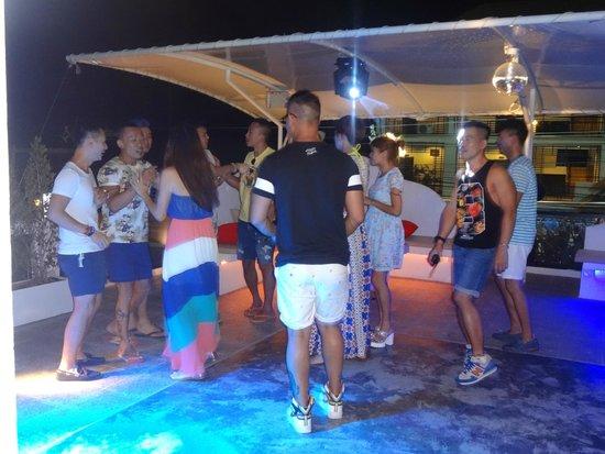 Alimundo Suono: Party is on
