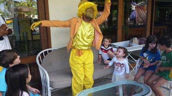 Summerville Beach Resort: Equipe de recreação 10