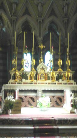 Santuario di San Gabriele dell'Addolarata: altare vecchio santuario