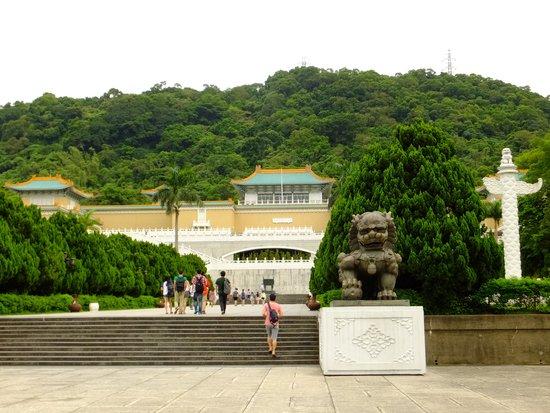 Museo del Palacio Nacional: お盆休みの9時ごろ、言うほど人は多くなかったですよ。