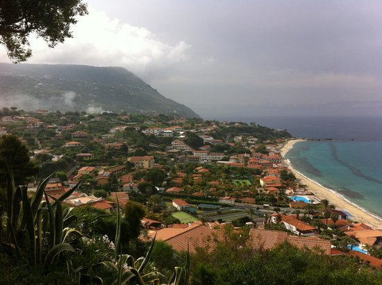Hotel Residence Sciaron: Виды на море и горы из отеля