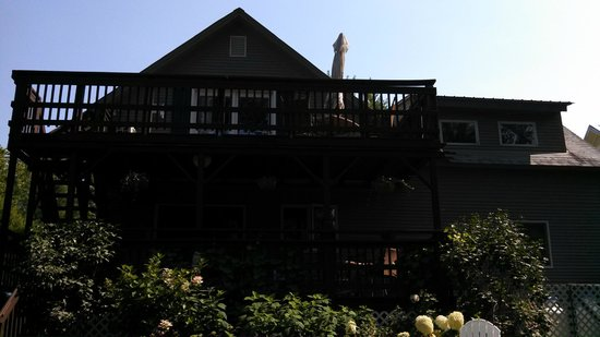 Phineas Swann Bed and Breakfast Inn: The 2nd floor deck