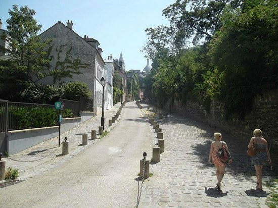 Sight Seeker's Delight Unique Walking Tours : The streets of Montmartre