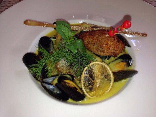 plat principal à base de bar. menu à 26 euros. - picture of la