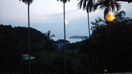 Unkaizan : Enjoying food, miss the sunset...