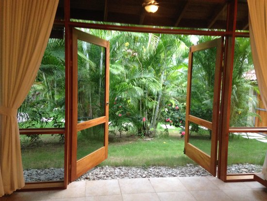 Villas Santa Teresa: Huge glass doors that open from inside the sitting room