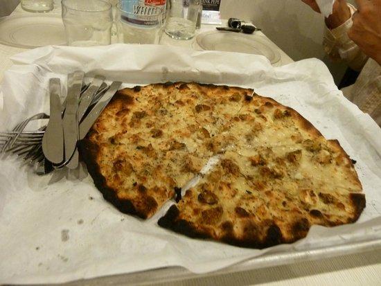 Frank Pepe Pizzeria Napoletana: white clam