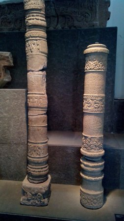 Museo de Historia de Vietnam: Délicates colonnes sculptées de la culture Cham