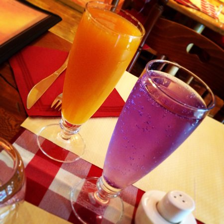 Repas en amoureux jus d'abricot et diabolo violette
