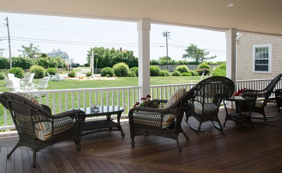 Beach Breeze Inn: view from the porch