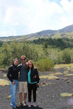 Go-Etna: Foto ricordo con la nostra guida :)