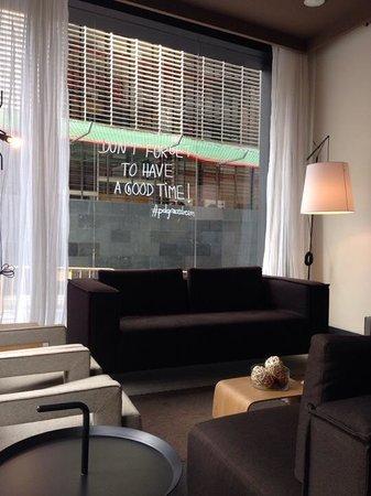Pol & Grace Hotel: Lounge area