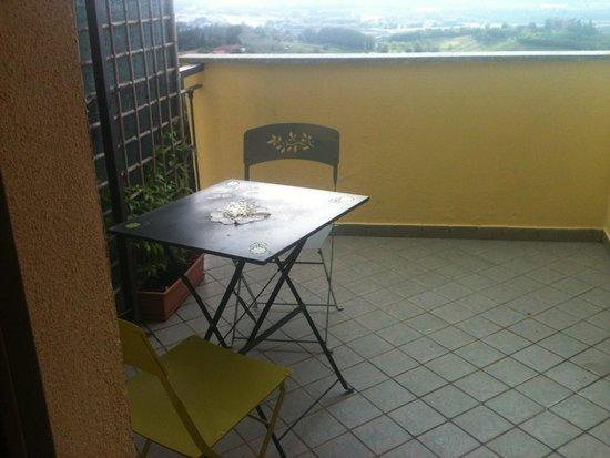 Mongardino, Italy: Parte del terrazzino