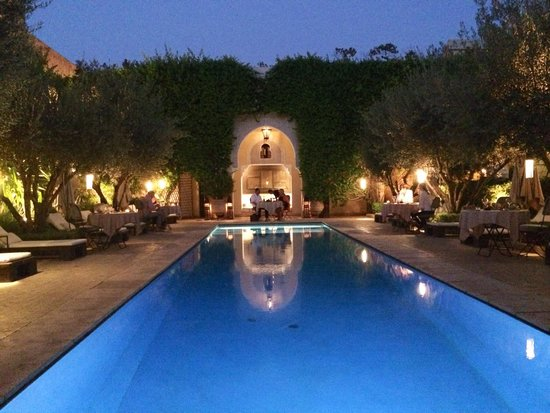 La Villa des Orangers: Main pool In the evening, dinner served around it.