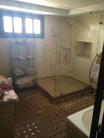 La Villa des Orangers - Hôtel: Room 11 bathroom