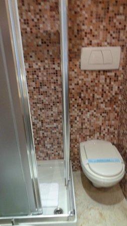 Aphrodite Hotel: Banheiro