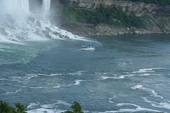 Maid of the Mist: Heading towards the falls