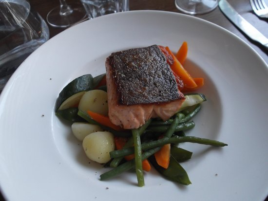 Langland's Brasserie: Salmon With Roasted Vegetables