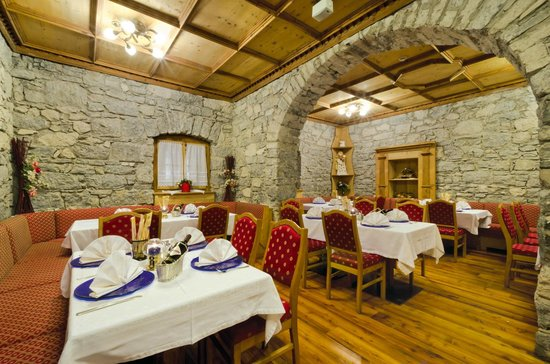 Kaisertube: Kaiserstube Ristorante, pizzeria, grill in centro a Canazei per gustare specialità