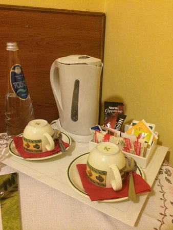 Albergo Africa: Tavolo con tisane