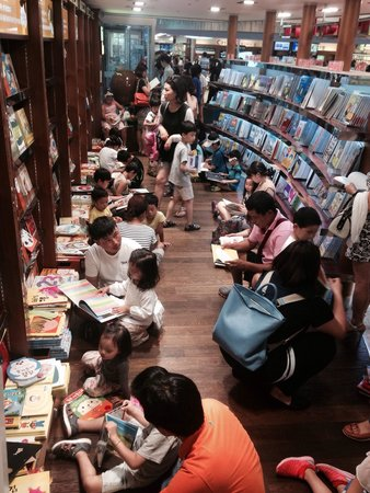 books and beyond - Review of Kyobo Book Store Gwanghwamun
